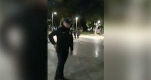 Graban a policía mientras amenaza con dispararle a un perro en CDMX