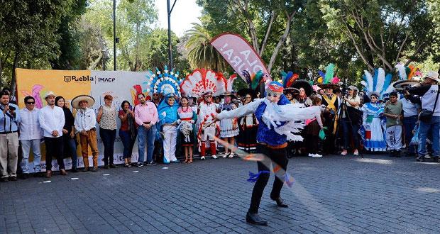 Participan 20 cuadrillas en Desfile de Huehues en la ciudad de Puebla