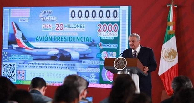 Escuelas en Puebla reciben premios por rifa de avión presidencial