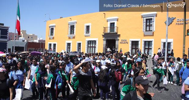 Alumnos del BINE aprovechan marcha para denunciar acoso sexual