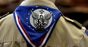 Boy Scouts de EU declaran quiebra para indemnizar por abuso sexual