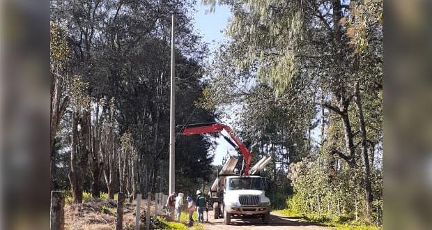 Gobierno estatal gestiona servicio eléctrico en la Sierra Norte