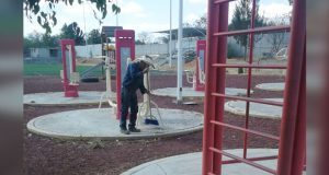 Ixcaquixtla da mantenimiento a deportivo, canchas y panteón municipal