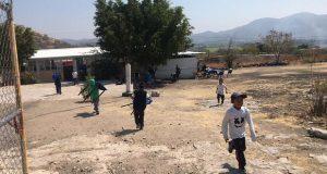 Reciben alumnos mobiliario para sus escuelas en Chietla