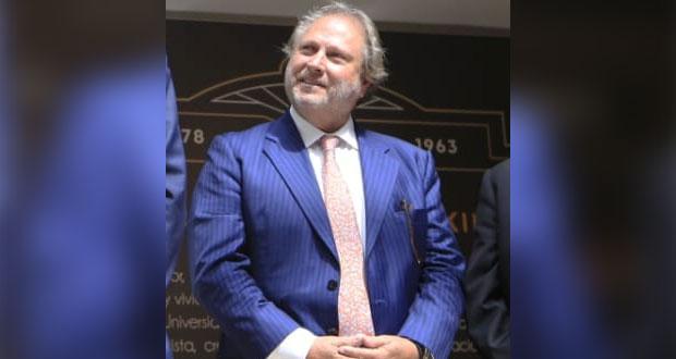"""Roberto Jenkins tacha de """"chismes"""" acusaciones de desfalco a fundación"""