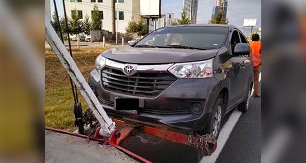 SMT y SSP aplican operativo contra taxis piratas en vía Atlixcáyotl