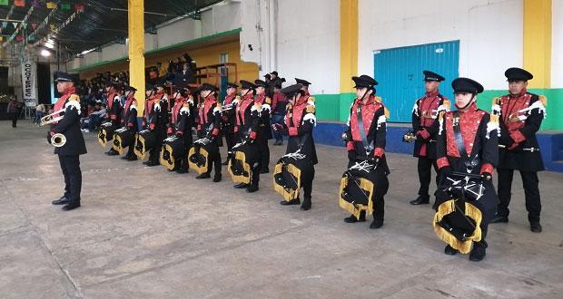 Alumnos de Zacapoaxtla ganan concurso de bandas de guerra