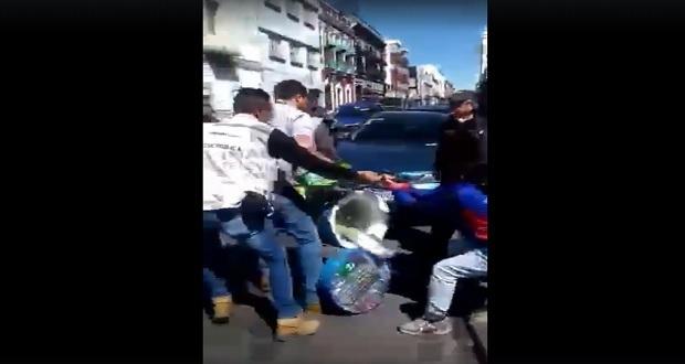 Inspectores de Puebla capital se exceden en detención de vendedora de Bon Ice