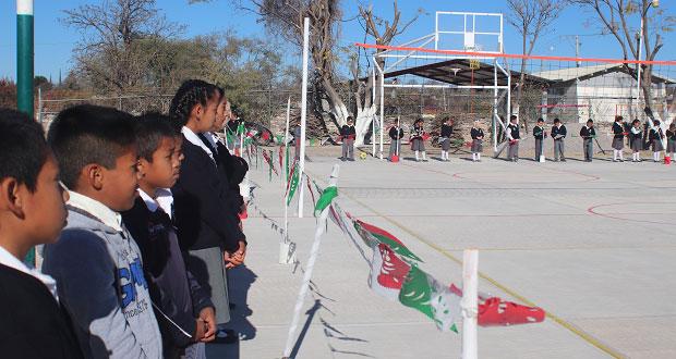 En nueva cancha, alumnos de primaria podrán hacer deporte en Tepexi