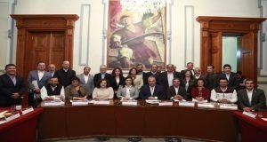 Claudia Rivera se compromete con empresarios a retirar al menos 100 ambulantes