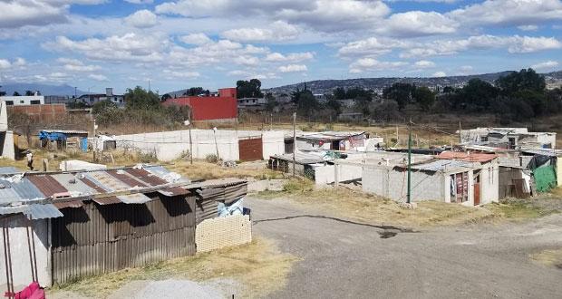 Vecinos de colonia antorchista exigen en CFE electrificar calles