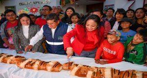 Lupita Daniel celebra a los Reyes con juguetes y partida de rosca