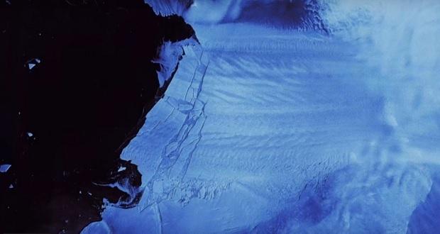 Enorme fragmento de hielo se desprende de un glaciar en la Antártida