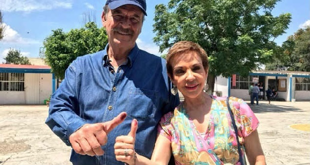 Vicente Fox propone a Martha Sahagún como presidenta de México