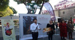 Ayuntamiento organiza exposición fotográfica de Huhues en el zócalo
