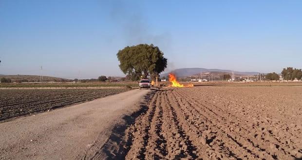 Inducen incendio controlado para sellar toma clandestina en Tepeaca