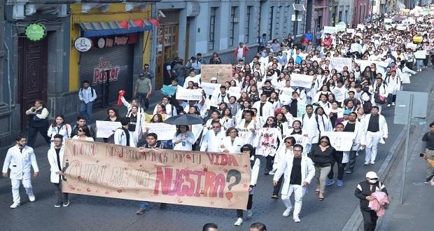 Ni una bata menos, exigen alumnos de Medina en marcha contra homicidios