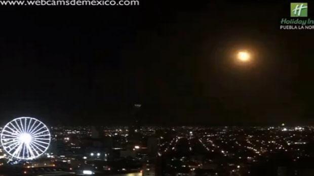 Meteorito ilumina el cielo de Puebla; se destruye en el aire