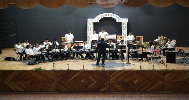 Banda Sinfónica integrada por jóvenes destaca en Feria de Tecomatlán