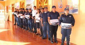 Uniforman a elementos de seguridad pública de Tecomatlán