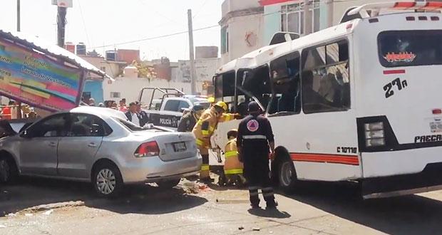 Por persecución, conductor choca contra camión y deja 18 lesionados