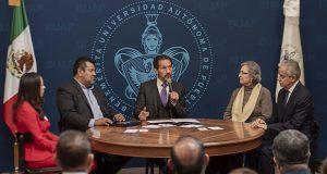 Esparza omite invalidez del Sitbuap e involucra a líder en aumento salarial