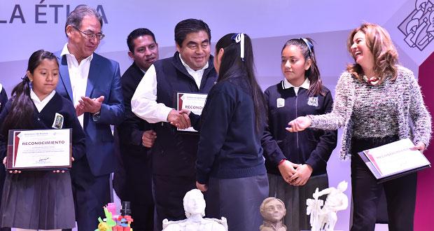 Barbosa llama a colaborar con gobierno para recuperar paz en Puebla