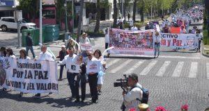 """Los LeBarón encabezan marcha por la """"Justicia y la Paz"""" en Puebla"""