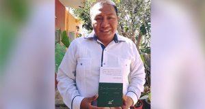 Doctor en matemáticas antorchista publica libro