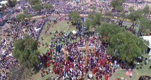 Sin público y vía TV, fieles representarán Viacrucis en Iztapalapa