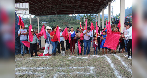 Inicia construcción de gradas en comunidad de Huitzilan