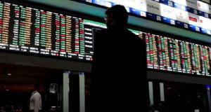 Precio del petróleo se desploma y pega a las bolsas mundiales
