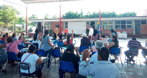 En Izúcar, maestros antorchistas instalan comités de salud