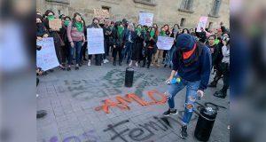 """En protestas de mujeres, hay quienes """"están en contra nuestra"""": AMLO"""