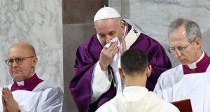 Someten al papa Francisco a prueba de Covid-19 y da negativo