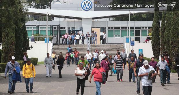 VW en Puebla eleva medidas sanitarias con personal y cambios de turno
