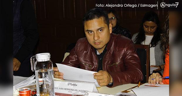 Regidor Iván Herrera apadrina imposición de consejo en Agua Santa, acusan