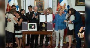 Chile promulga legislación con la que amplia ley de feminicidios
