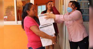 DIF municipal entrega despensas a mujeres en Huitzilan de Serdán