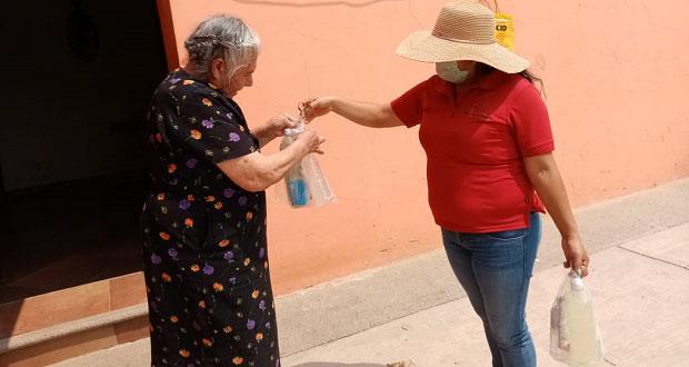 Entregan en Cañada Morelos gel, cloro y cubrebocas por Covid