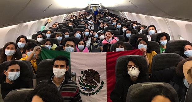 SRE repatria a 160 mexicanos varados en Argentina, Chile y Uruguay