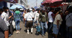 Sin medidas sanitarias, se aglutinan en mercado 5 de Mayo por cuaresma