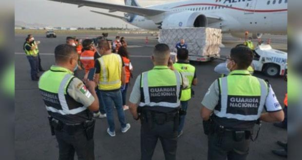 En sexto vuelo desde China, llegan 153 mil caretas médicas a México