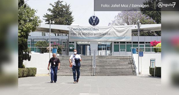 VW desmiente analizar paro de labores por Covid; siguen actividades