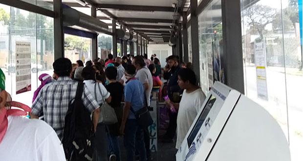 Exempleados del Seguro bloquean bulevar 5 de Mayo; piden laborar en Insabi