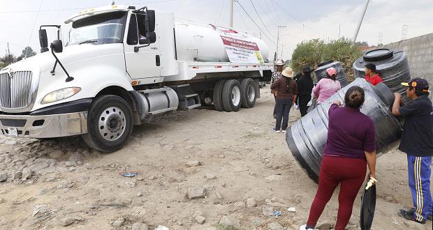 Gobierno entrega 160 tinacos en Canoa y San Sebastián de Aparicio