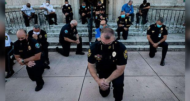 Policías se unen a protestas por asesinato de George Floyd