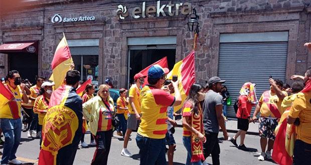En cuarentena, fanáticos de Monarcas marchan para que equipo se quede