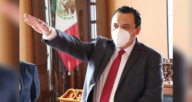 Caballero rinde protesta como alcalde de Tehuacán; suple a Patjane