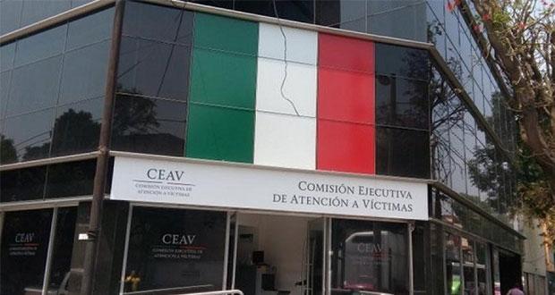 """Familiares refutan """"paralización"""" de CEAV y exigen salida de titular"""